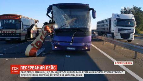 Столкновение рейсовых автобусов: два человека погибли, двенадцать госпитализированы
