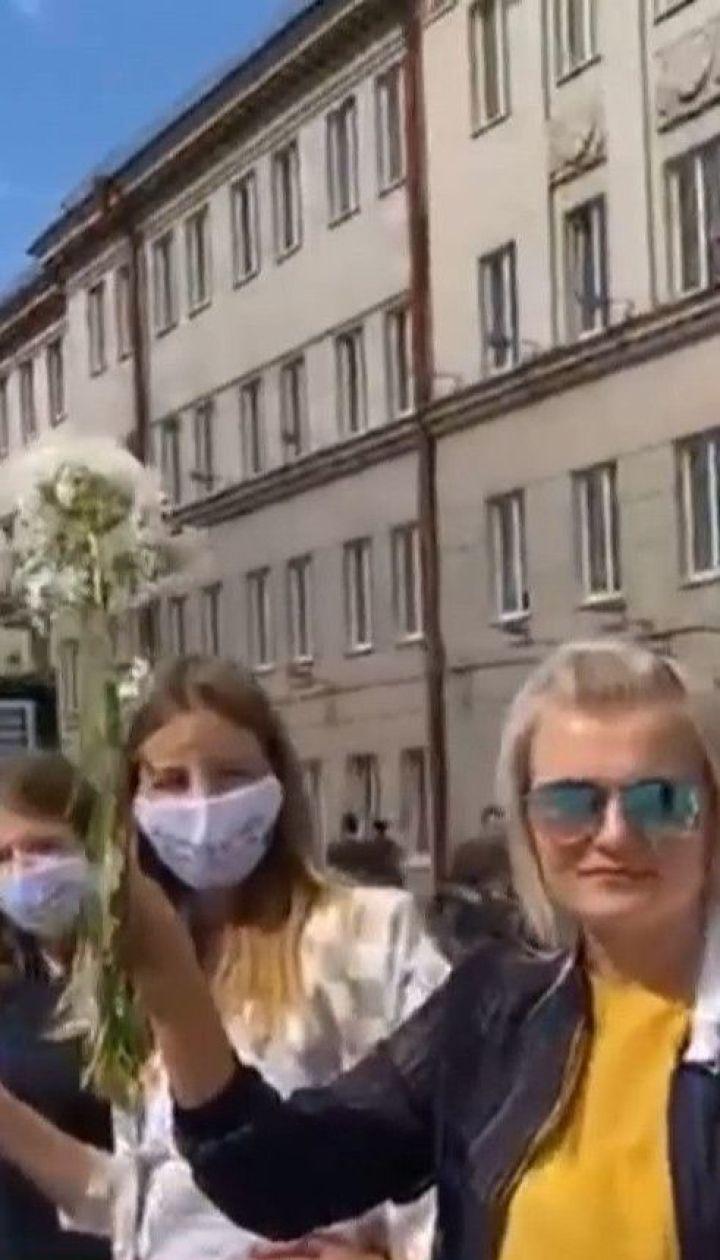 У Білорусі наростає хвиля протестів: вдень люди мирно мітингують, а вночі перекривають дороги