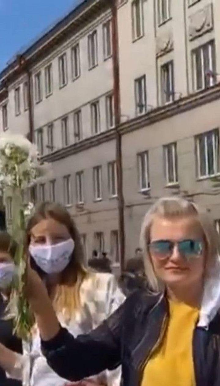В Беларуси нарастает волна протестов: днем люди мирно митингуют, а ночью перекрывают дороги