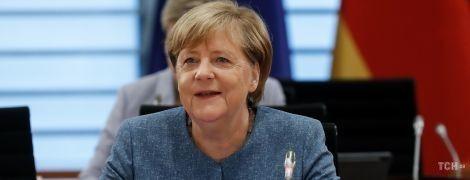 У новому жакеті без коміра: Ангела Меркель продемонструвала обновку