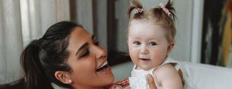 """""""Моя сладкая булочка"""": Санта Димопулос показала забавную дочь-копию мужа"""