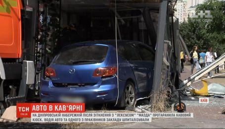 У Києві автомобіль протаранив кав'ярню