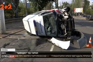 """Машина """"Швидкої"""", що належить Нацгвардії, потрапила в ДТП в Одесі"""