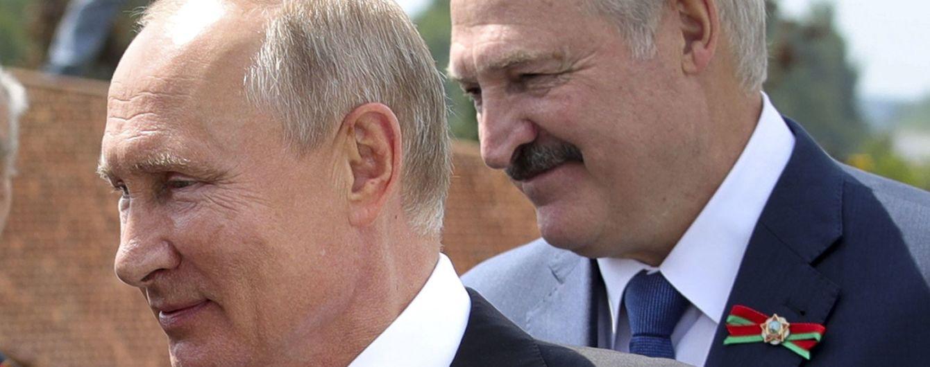 Лукашенко домовився з Путіним про можливе введення російських військових до Білорусі