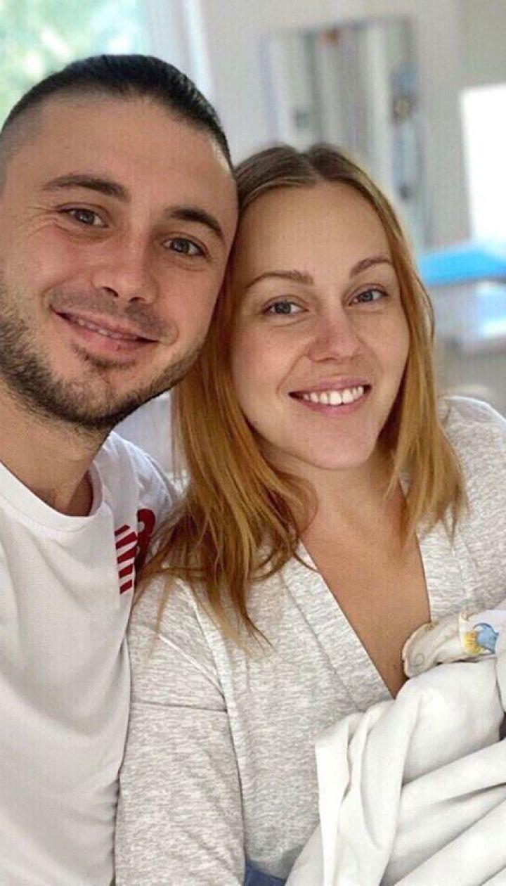 Alyosha и Тарас Тополя с новорожденной дочерью Марией