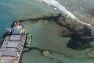 Масштабная утечка нефти у Маврикия: танкер раскололся надвое