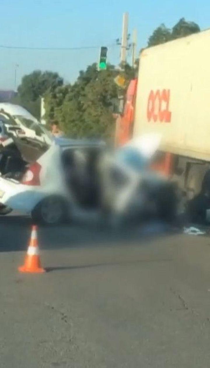 В Одесі таксист протаранив вантажівку: травмована одна людина