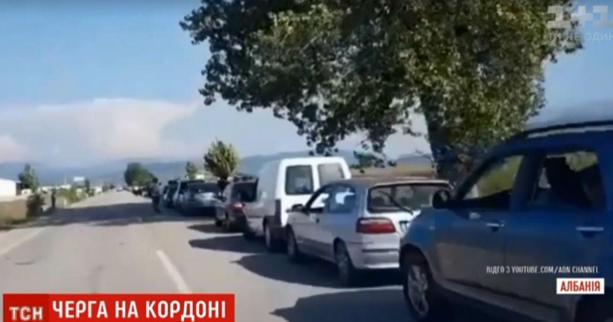 На границе между Грецией и Албанией образовалась 20-километровая очередь из автомобилей