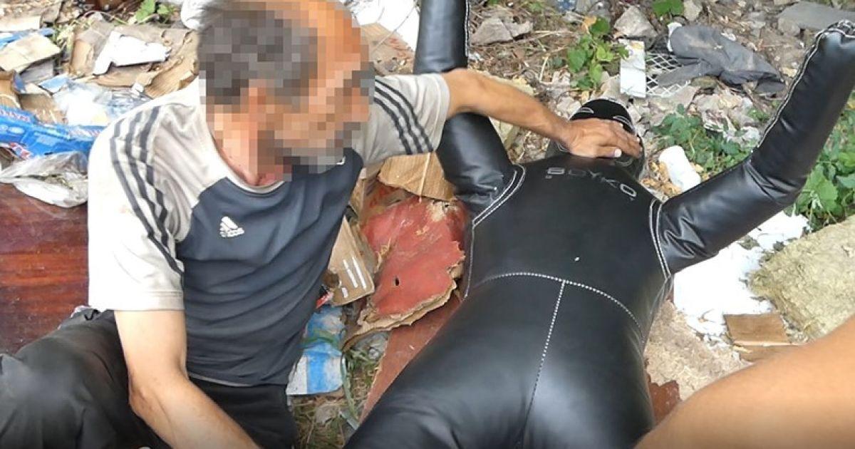 В Киеве бездомный пытался изнасиловать 19-летнюю девушку