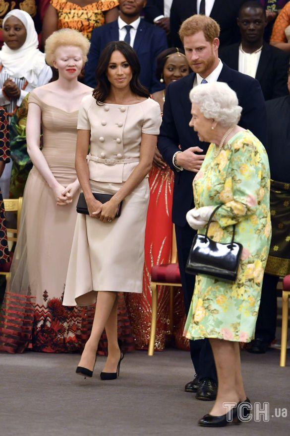 Королева Елизавета II и Меган Маркл_2