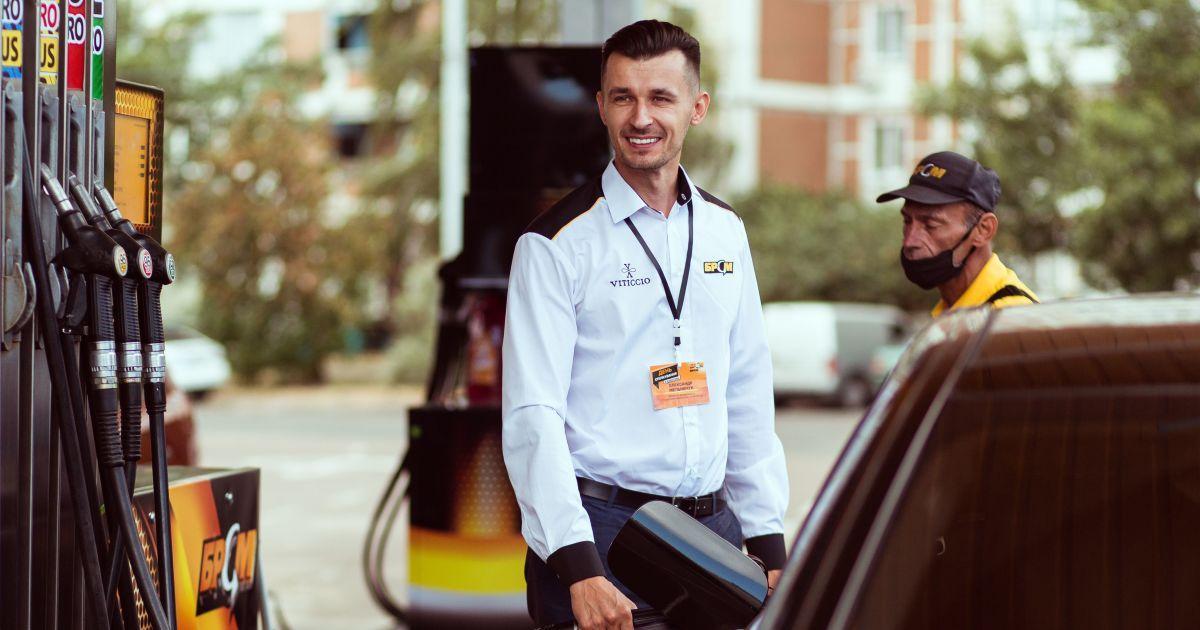 """На АЗК """"БРСМ-НАФТА""""ТОП-менеджмент заправляв авто і спілкувався з клієнтами"""