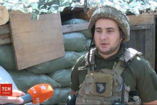 """Стрілець-снайпер """"ЛНР"""" прийшов до українських військових і добровільно здався у полон"""