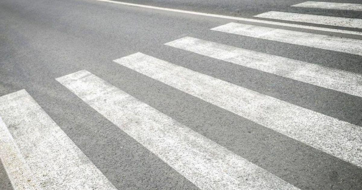 ДТП на переході: у Києві автомобіль збив чоловіка, який ішов на зелене світло