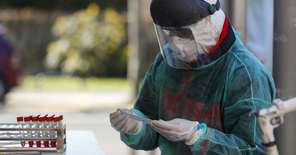 Головний інфекціоніст США спрогнозував розвиток ситуації із коронавірусом та появу вакцини