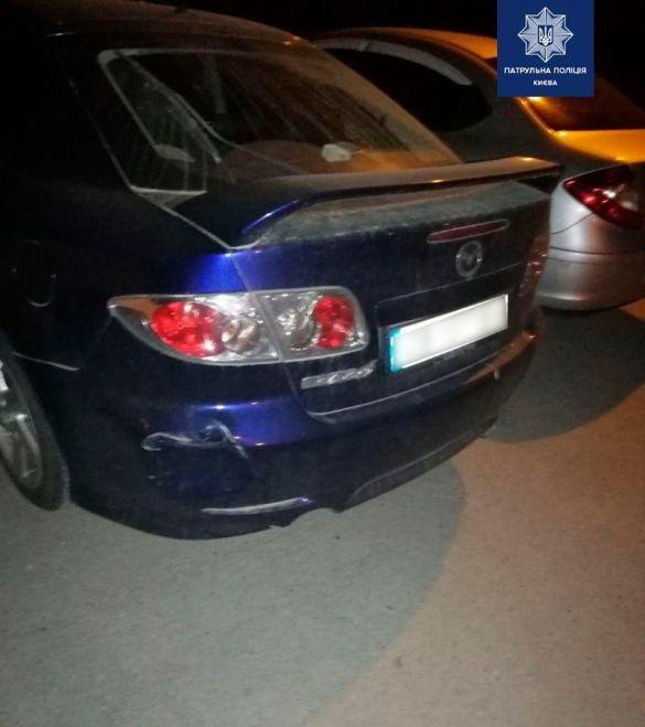 У Києві п'яний водій Jeep в'їхав у припарковану Mazda
