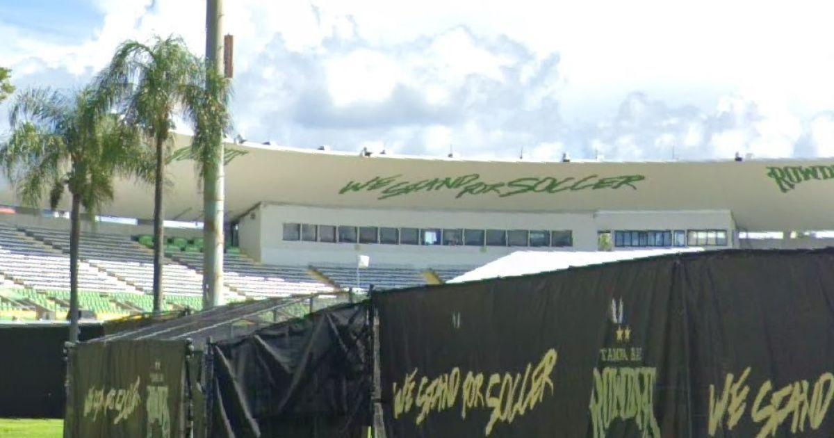 """Бездомный проник в VIP-ложу стадиона и за две недели """"пошиковал"""" на 1200 долларов"""