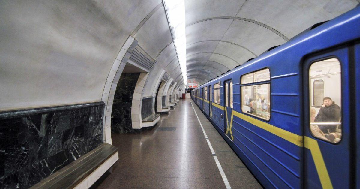 Прячутся между вагонами и вылазят на крышу: кто такие зацеперы и как их наказывают в Киеве