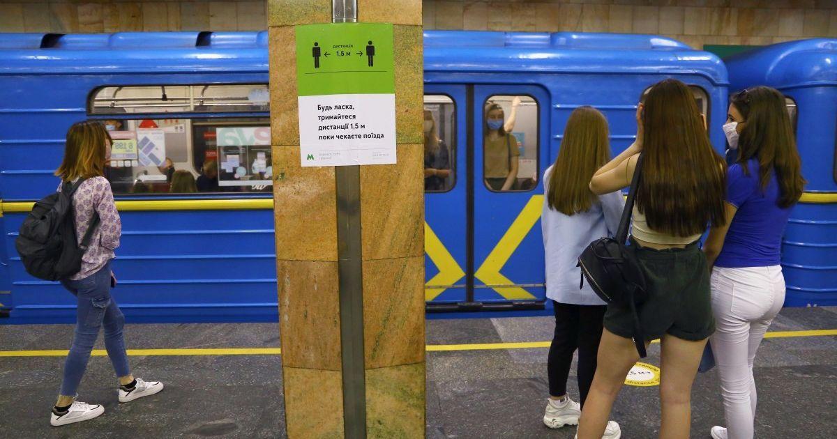 У Києві під поїзд потрапив зачепер — метро працює обмежено
