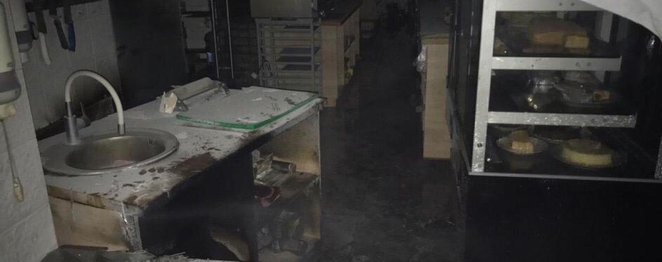 Убытки на 8 млн гривен: в Киеве группа мужчин поджигала магазины молочной продукции