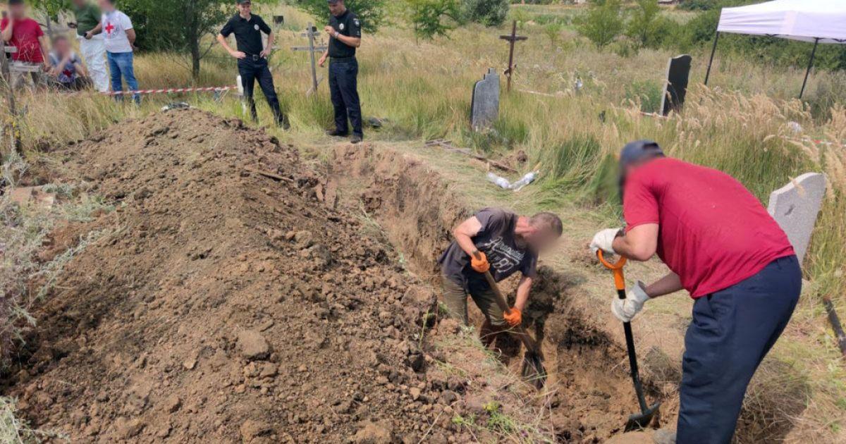В Славянске обнаружили могилу с неопознанными телами времен оккупации города 2014