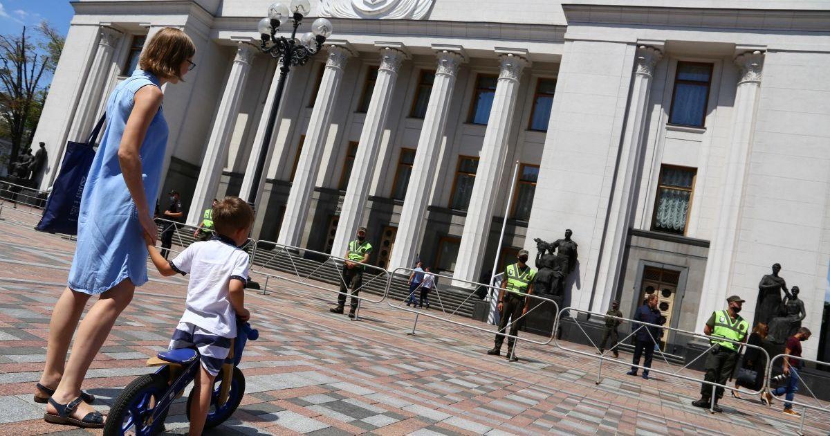 Торжества, хор Веревки и отсутствие Зеленского и Шмыгаля: как Верховная Рада открыла новую сессию