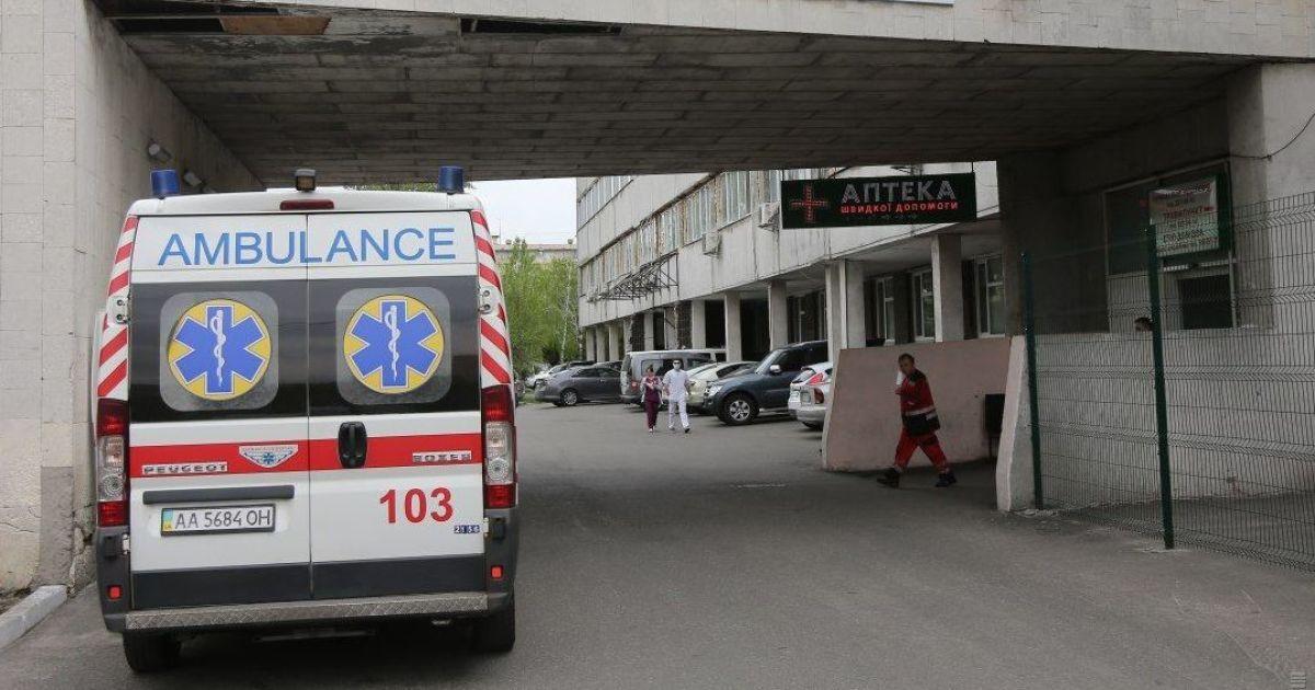 В Полтавской области двое 14-летних девушек возле школы порезали себе запястья