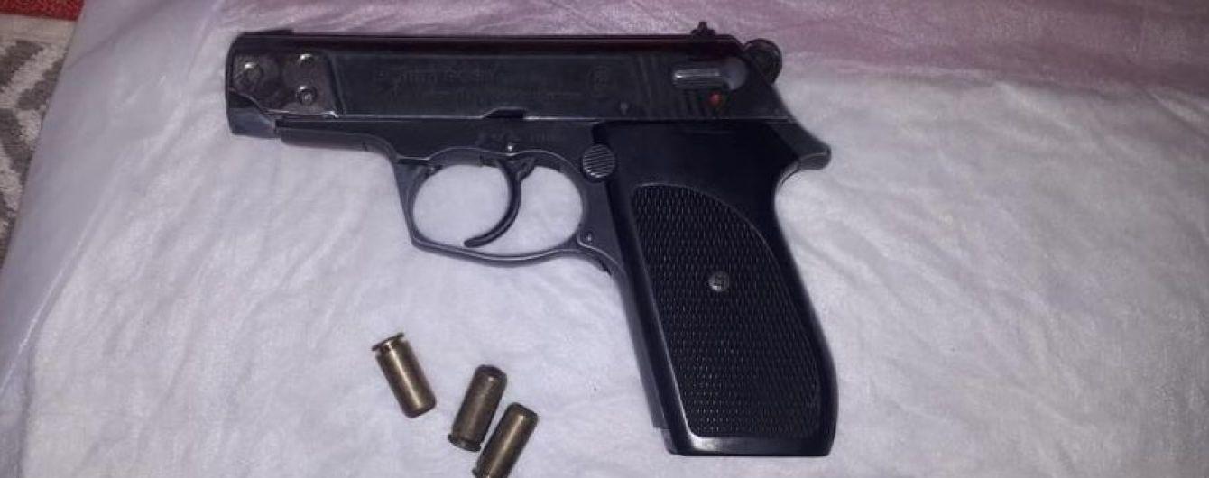 Под Запорожьем мужчина устроил стрельбу из-за замечания