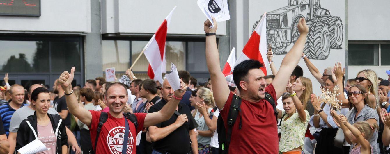 У Білорусі тривають затримання протестувальників: їх ловлять після мирних акцій і ведуть до автобусів