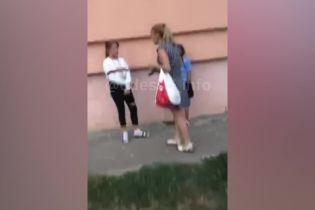 В Одесі жінка погрожувала дитині розбити голову