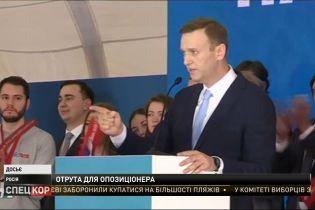 Російський політик Олексій Навальний у тяжкому стані в реанімації – імовірно його отруїли