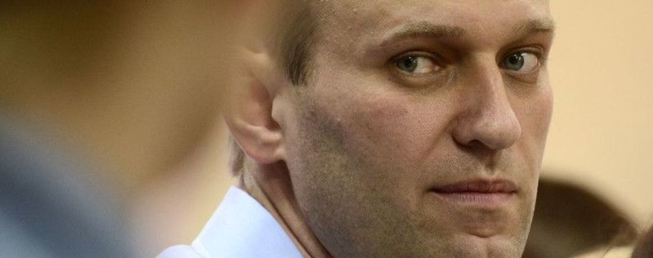 """Главный медик омской больницы """"давил"""" на коллег, чтобы помешать эвакуации Навального - брат оппозиционера"""
