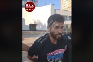 В Киеве задержали иностранца, который поджигал машины: появилось видео