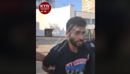 У Києві затримали іноземця, який підпалював автівки: з'явилося відео