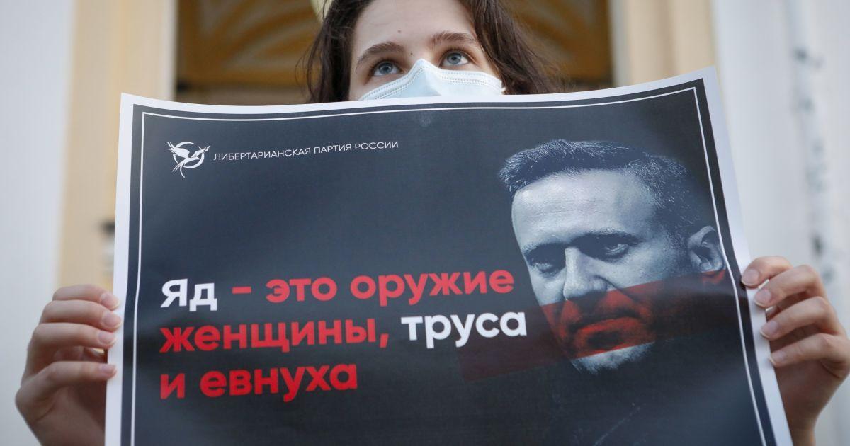 Если его выпустят, не факт, что пустят назад: что думают об отравлении Навального российские оппозиционеры