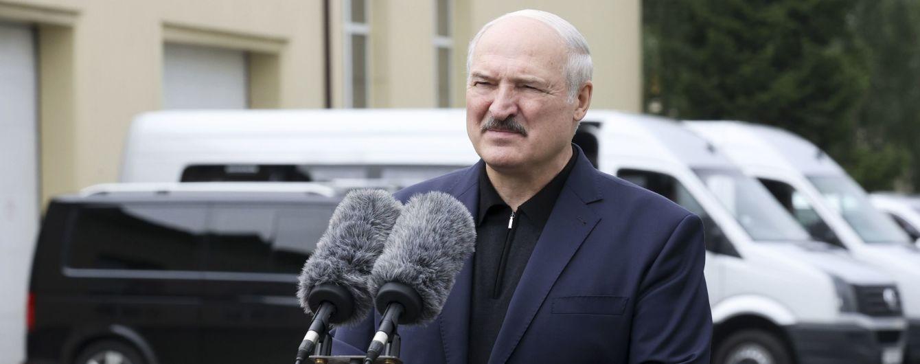 """""""Хочуть ходити і хворіти - нехай"""": Лукашенко звинуватив мітингувальників у поширенні коронавірусу"""