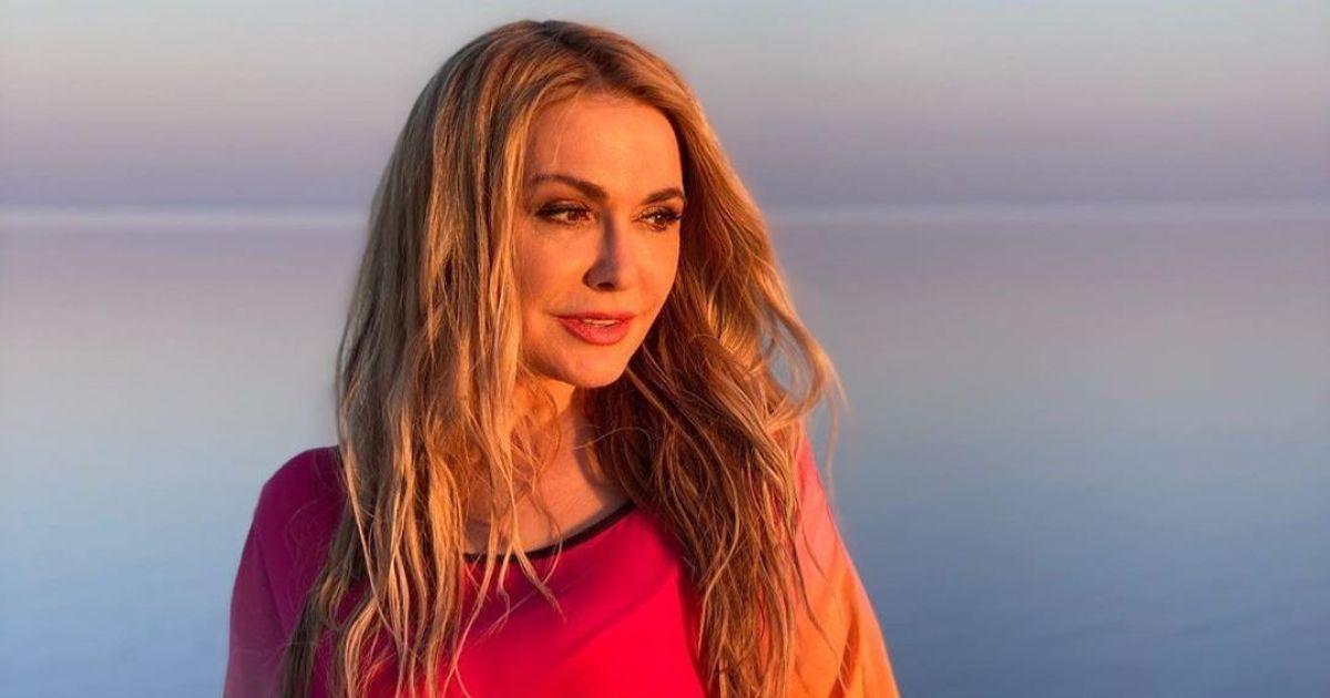Ненакрашенная Ольга Сумская показала, как отмечает 54-летие в Египте