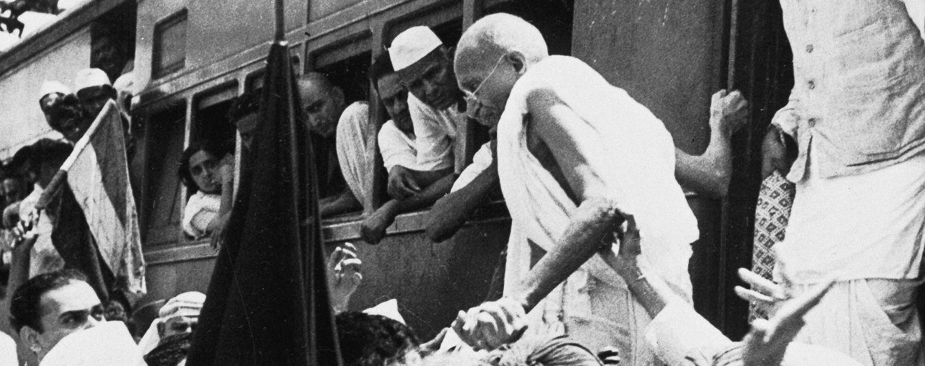 У Британії окуляри Ганді пустили з молотка за рекордну суму