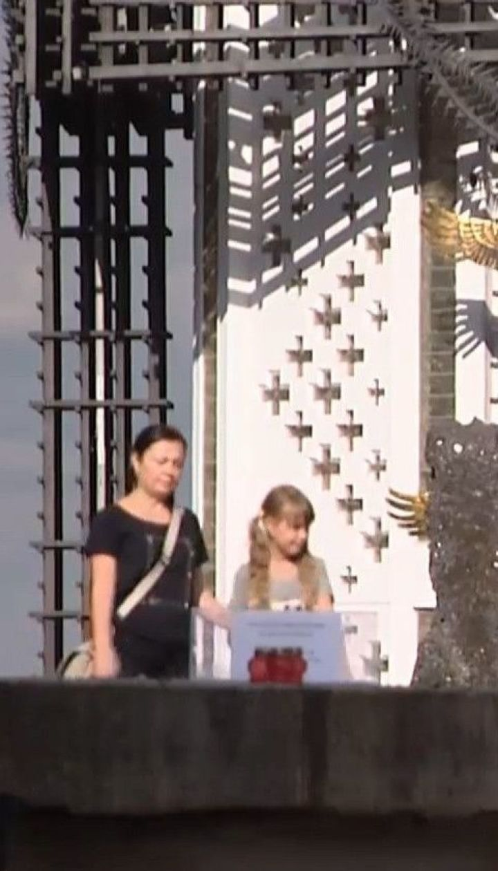 Вандали пошкодили пам'ятник у Музеї Голодомору в центрі Києва