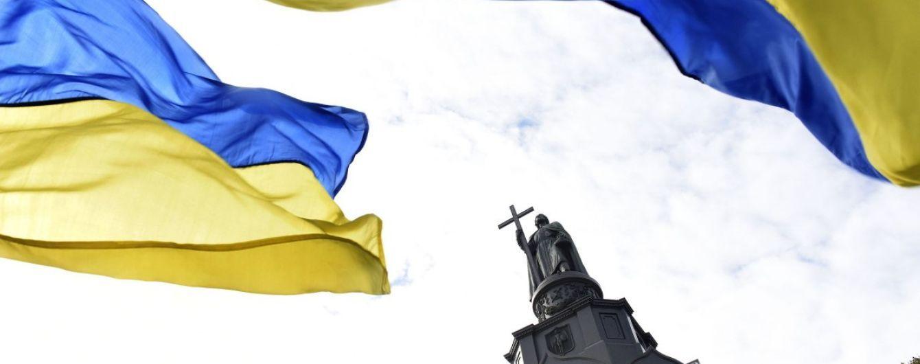 Урочистий хід, військовий оркестр і прапор із солом'яних тюків: як Україна відзначає День стяга
