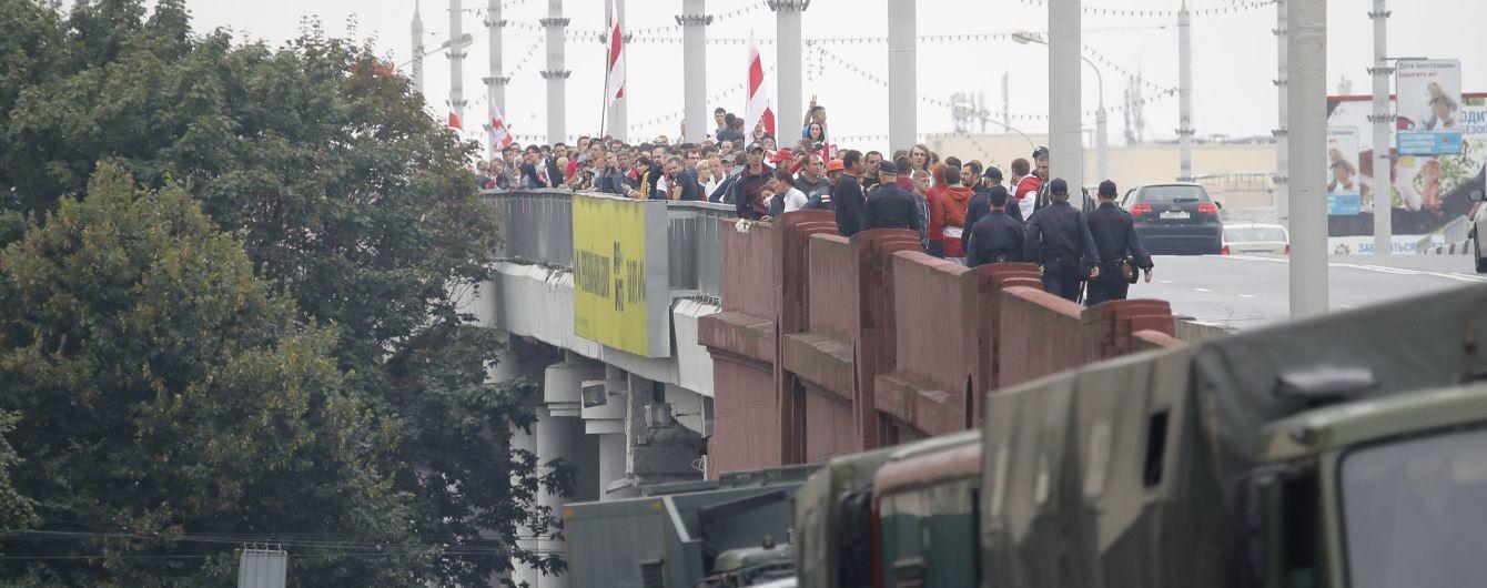 15 день протестов в Беларуси: десятки тысяч людей на улицах, министр обороны пригрозил им военной силой