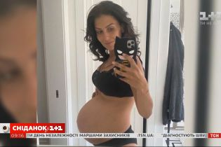 Беременная жена актера Алека Болдуина показала свой большой животик