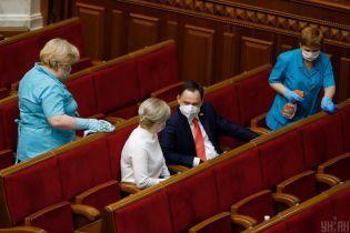 Рада отложила рассмотрение законов насчет Конституционного суда как минимум до зимы — СМИ