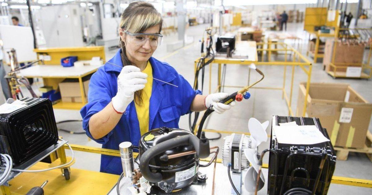 """""""Социологиня"""" и """"инженерка"""" теперь официально разрешены: Минэкономики признало феминитивы"""