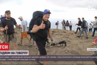Тысячи украинцев решили покорить Говерлу в День Независимости