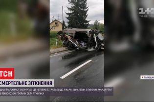 Внаслідок ДТП у Львівській області постраждало п'ятеро пасажирів, одна жінка померла