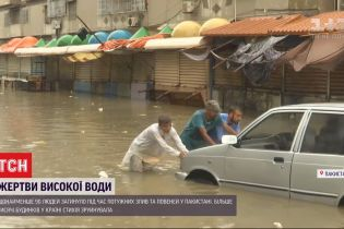 Мощные дожди уничтожили более тысячи домов в Пакистане