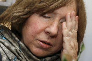 Допит Нобелівської лауреаткита нові затримання: що відбувається у Білорусі