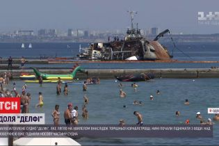 """На одесском побережье начались работы у затопленного танкера """"Делфи"""""""