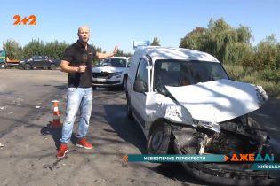 Гучна потрійна аварія у Київській області: автомобілі побили одна одну та вилетіли в кювет