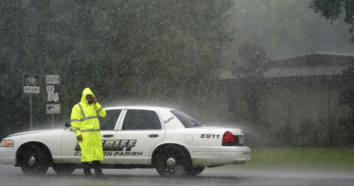 В США количество жертв урагана Лаура возросло до 14 человек